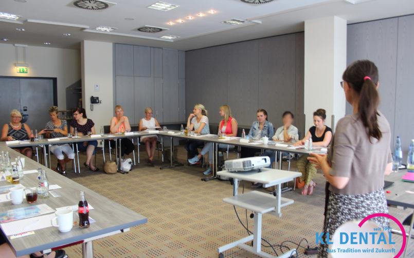 Die Rezeption: Koordinationsstelle und Visitenkarte der Praxis